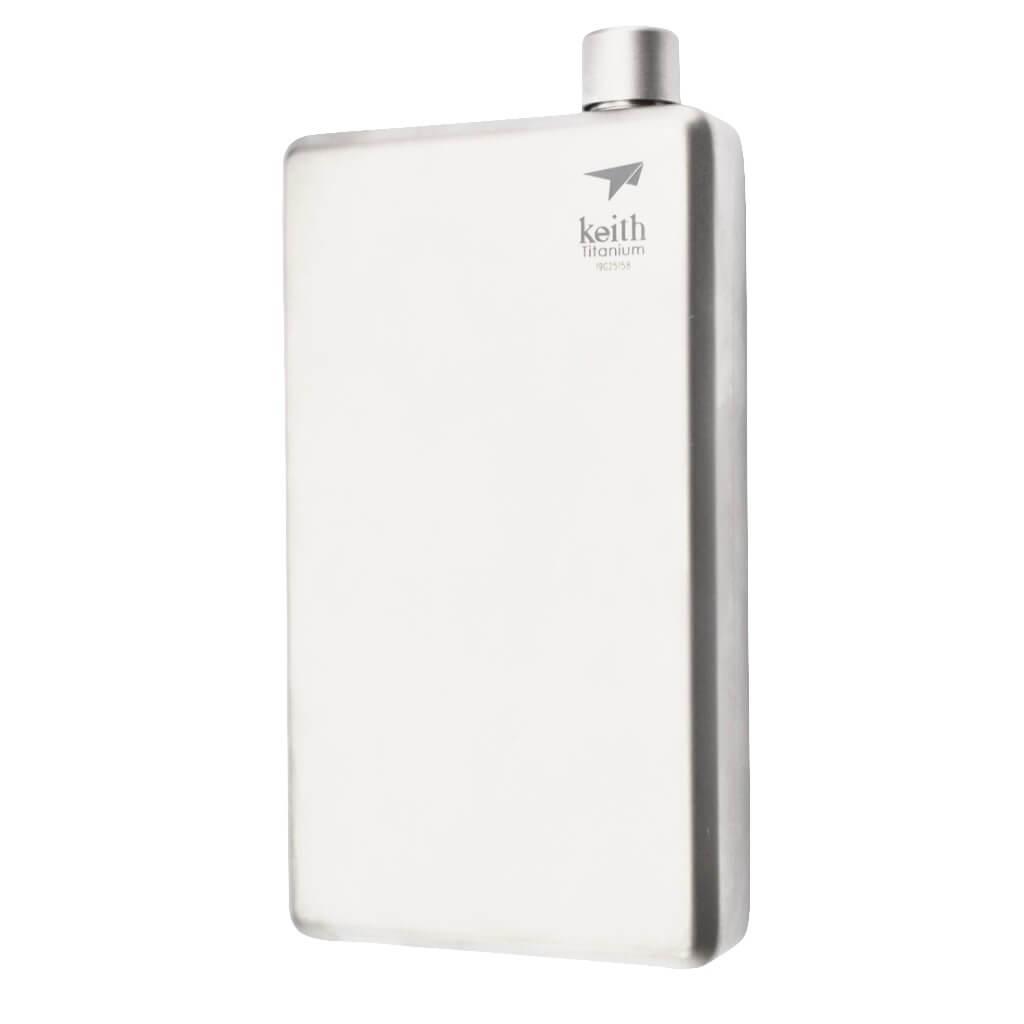 Titanium Pocket Flask with Funnel är en fickplunta tillverkad av titan.